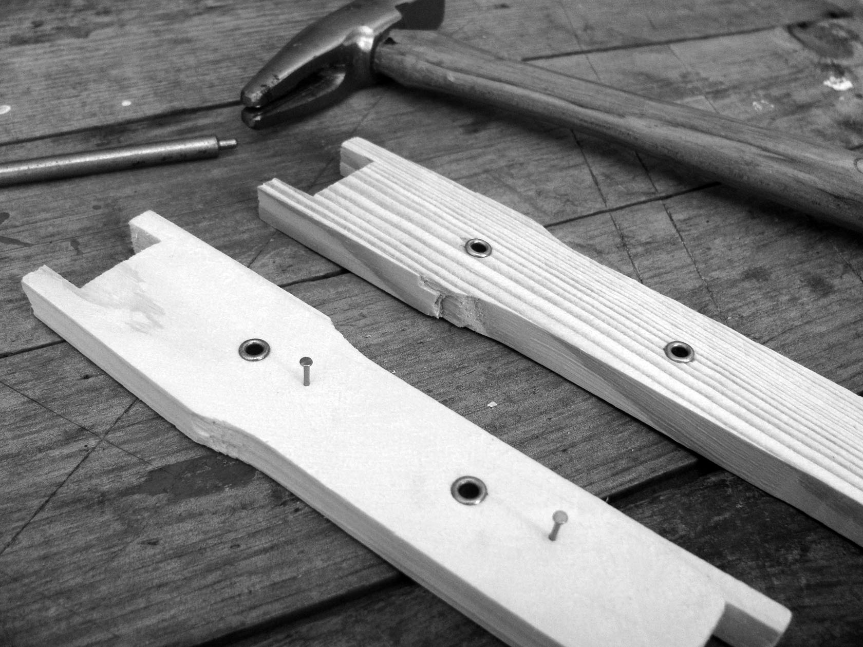 Frame Wiring Shonnards Beekeeping Board It Is Easiest To Prepare Your For Before Assembly Using Eyelet Punch Insert Eyelets Into Each Of The Predrilled Holes On Side